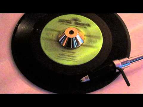 BETTY WILSON and The 4 Bars - I'M YOURS ( DAYCO 1361 )