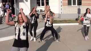 Красивые девушки классно танцуют уличные танцы. Dance School SOL. Workshop by Komashny-2014