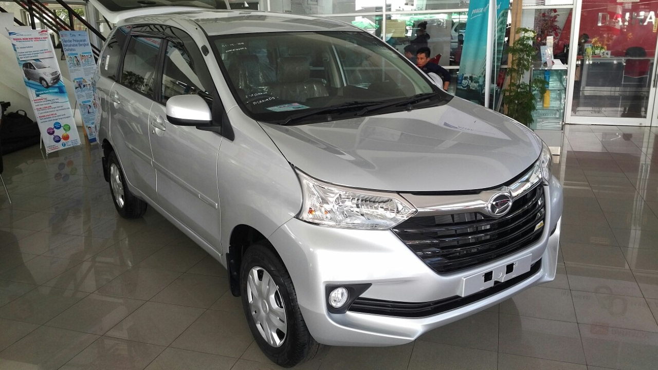 In Depth Tour Daihatsu Great New Xenia R Standar M/T - YouTube