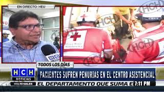 Decenas de hondureños esperan asistencia médica en el suelo de la sala de emergencia del HE