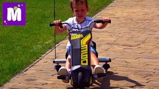Макс делает Полицейские развороты на машинке Razor Power Rider 360 и Папа на скейте Разор RipSurf(Все Видео Канала Mister Max: https://www.youtube.com/channel/UC_8PAD0Qmi6_gpe77S1Atgg/videos Спасибо, что смотрите мое видео! Ставьте лайки!, 2016-08-12T05:00:01.000Z)