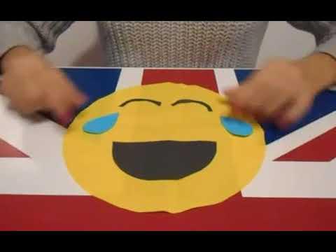 DIY : Comment faire un coussin smiley qui pleure de rire. - YouTube