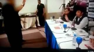 Aznil diserang bapa saudara peserta ujibakat On Air.flv