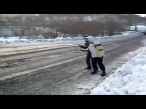 Голосуют два мужика на трассе