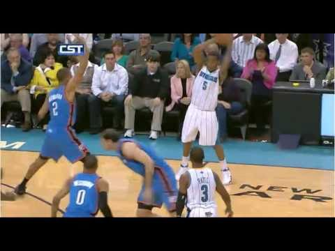 Emeka Okafor amazing Dunk on Kevin Durant