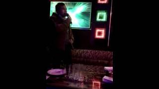 Tập hát Karaoke với bài Thiên Đường Không Lối: ))