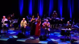 Noite dos Mascarados (Chico Buarque) com MPB4, Marina de la Riva e Roberta Sá