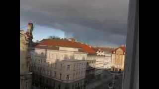 Буря надвигается на Прагу, погода в Праге(Отличное разделение голубого неба и ливневой тучи, ясный день и буря соседствуют буквально в 200 метрах друг..., 2014-01-28T09:35:54.000Z)