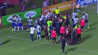 FECHOU O TEMPO! Após expulsão, jogadores de Vitória e Bahia discutem em campo