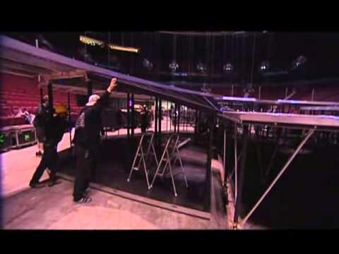 U2 Vertigo Tour 2005 Behind The Scenes (Easter Egg DVD U2 Vertigo Live From Chicago 2005 Disc 2)