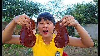 Cooking skills | processing of pig organs - primitive life | survival skills. HT