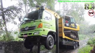 Self Loader Truck Moving Komatsu PC130F-7 Swamp Excavator