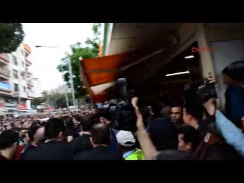 Başbakan Erdoğan'a Soma'da protesto bir markete sığınarak kurtuldu