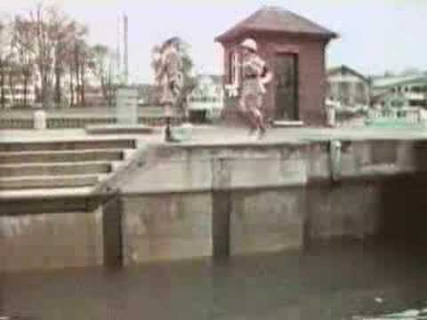 Monty Python - The Fish Slapping Dance