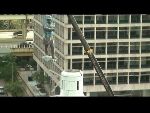 Watch again: Robert E. Lee statue removed from skyline after more than 100 years