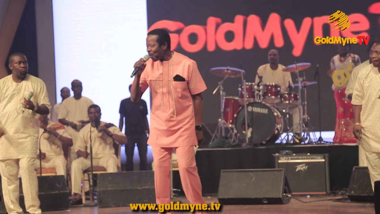 WATCH KING SUNNY ADE SHUTDOWN THE STAGE WITH HIS RHYTHMIC DANCE STEPS #SPACELEGENDSERIES