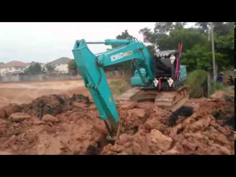KOBELCO Excavator  รถตักดิน รถขุดดิน แม็คโคร  การทำงานวางท่อระบายน้ำโดยการใช้รถขุดดิน1
