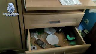 Desmantelado punto que vendía drogas por la ventana de habitación en Móstoles