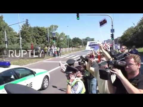 Czech Republic: Angela Merkel booed on arrival to Prague