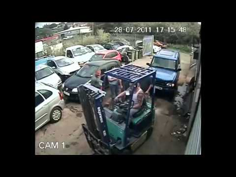 LiveLeak - Cash for Crash' Scam - Biggest Car Insurance Fraud Investigation in the UK