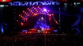 AC/DC Argentina Hells Bells Brian Johnson corriendo y colgado de la campana