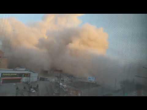 Во Владикавказе после взрыва обрушился супермаркет. Первые кадры с места ЧП