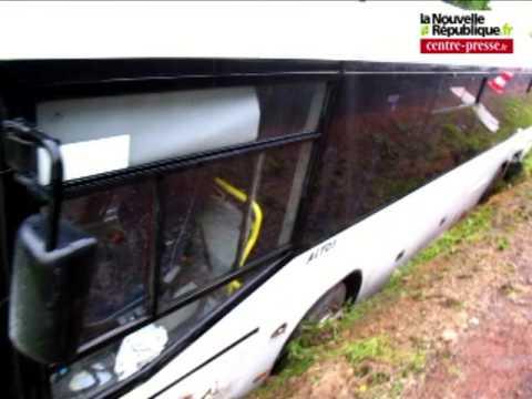 video ch tellerault accident de bus scolaire la roche p youtube. Black Bedroom Furniture Sets. Home Design Ideas