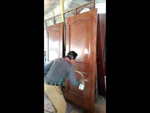 Barnizado de puertas de madera youtube for Como barnizar madera
