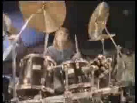 Neil Young - Keep On Rockin' In The Free World (LYRICS + FULL SONG)