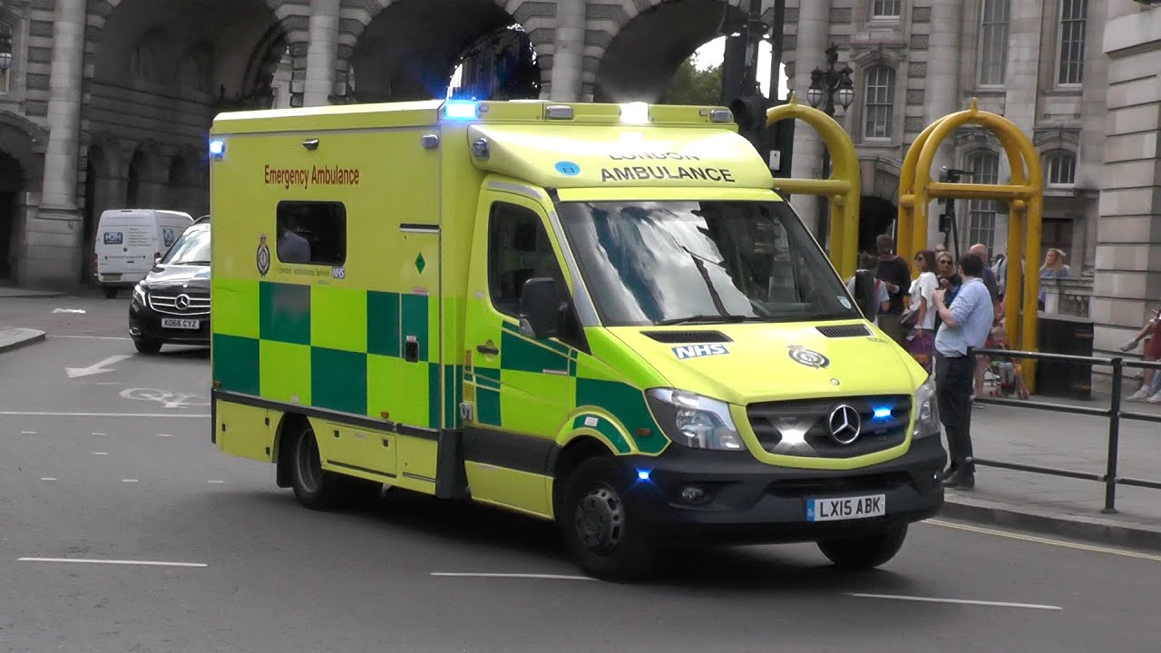 PHASER SIREN! x3 London Ambulance Service responding lights and sirens through London traffic! #1146