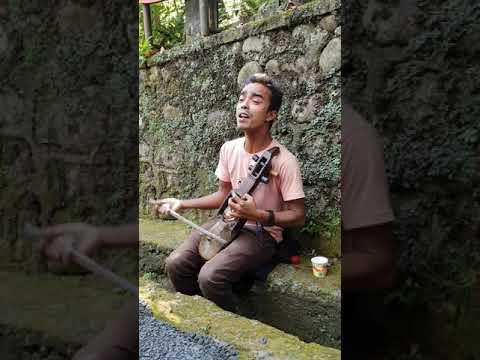 #streetsinger #india #nepalisarangi #melodioussinging  Street Singer