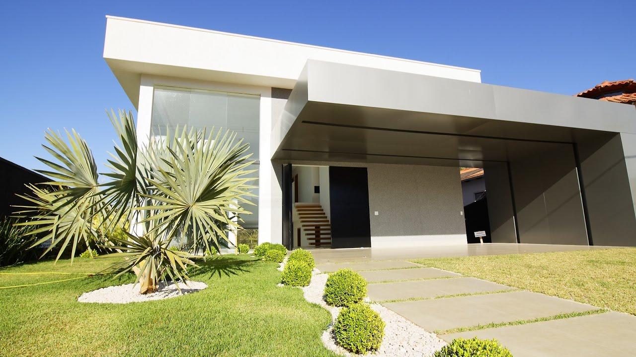 Casa inscr vel no condom nio do lago com uma arquitetura for Casa moderna zurigo