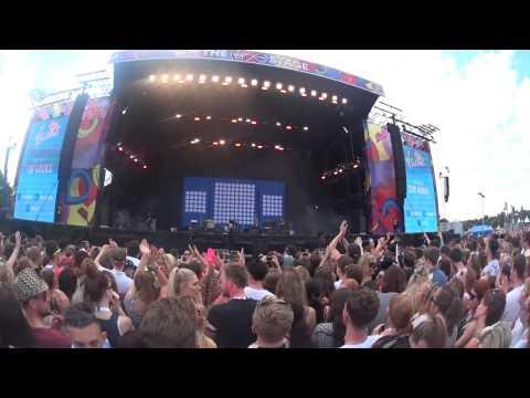 V-Festival 2015 Ep. 3 - Day One - Part 1 W/ Ella Henderson & The Kooks