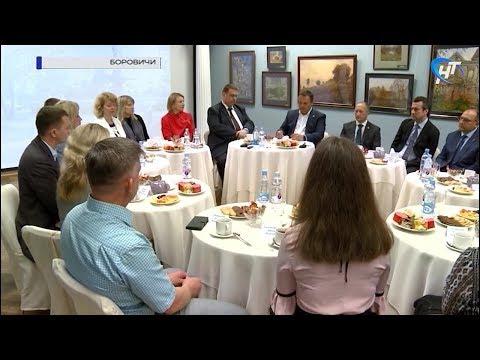 Андрей Никитин обсудил с жителями Боровичей благоустройство, кванториум, волонтерское движение