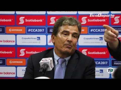 Jorge Luis Pinto y sus rabietas en conferencia de prensa tras la bronca con el 'Bolillo' Gómez