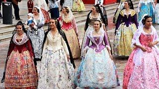 Valencia Las Fallas, Ofrenda de flores a la Virgen