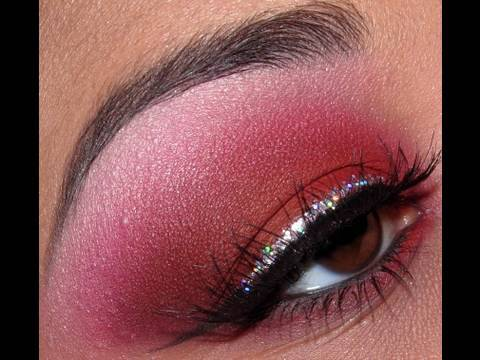 f695e673822 Classic Silver Glitter Eye Makeup Tutorial