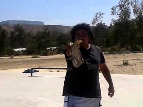 rompe su eskate y golpea asu amigo insane crew