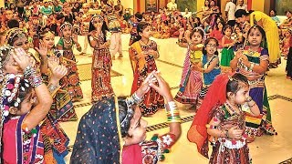 Download Hindi Video Songs - maa pava te gadh thi utarya Live Pune Garba Raas 2015