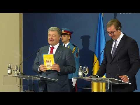 Петро Порошенко подарував Президенту Сербії книгу «Краткої історії України» сербською мовою