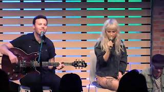 Caught In The Middle - LIVE in the 101WKQX Sound Lounge - Paramore