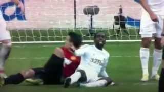 Van Persie ball kicked in head - Swansea Vs. Man United - December 2012