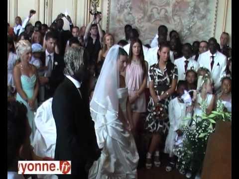 Quand Bacary Sagna se marie, Sens l'applaudit