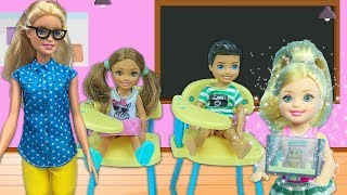 Barbie ve Ailesi Bölüm 195 | Sınıfta Yeni Bir Çocuk Var | Çizgi film tadında evcilik oyunları