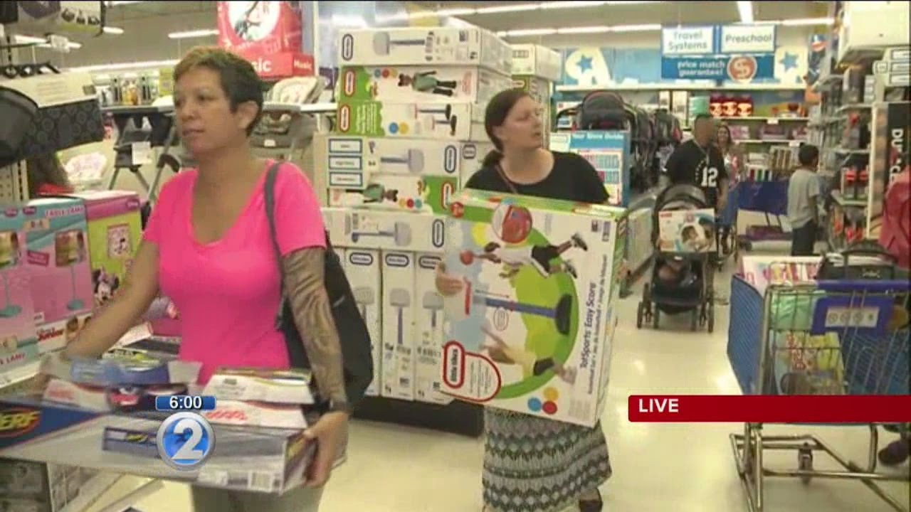 long lines as thanksgiving black friday shopping frenzy