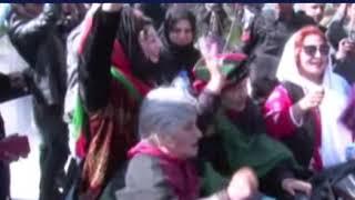 PPP karkun'an ka wazeer e sehat Amir Kiyani ki gari ka gherao
