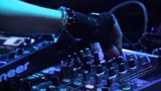 DJ ORISKA débarque au LOFT le 2 Décembre 2011 pour une soirée de fo...