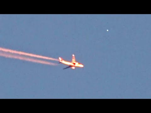 Incredible Fast Maneuvering UFO Filmed Close and Above Airplane in Curitiba (Brazil) - FindingUFO