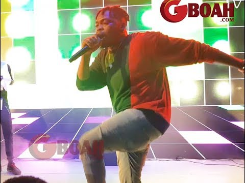 """Olamide Finally Performs His New Song """"Poverty Die"""" On Stage As Crowd Goes Crazy"""