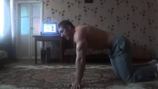 Как накачать руки дома. Отжимание от пола на трицепс!! Домашний тренинг(Данный видео-ряд входит в состав кратких курсов по укреплению мускулатуры, тяжелой атлетике,тренировок..., 2013-12-02T13:16:50.000Z)